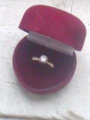 Продам кольцо женское с камнем