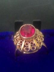 золотой перстень с камнем СССР